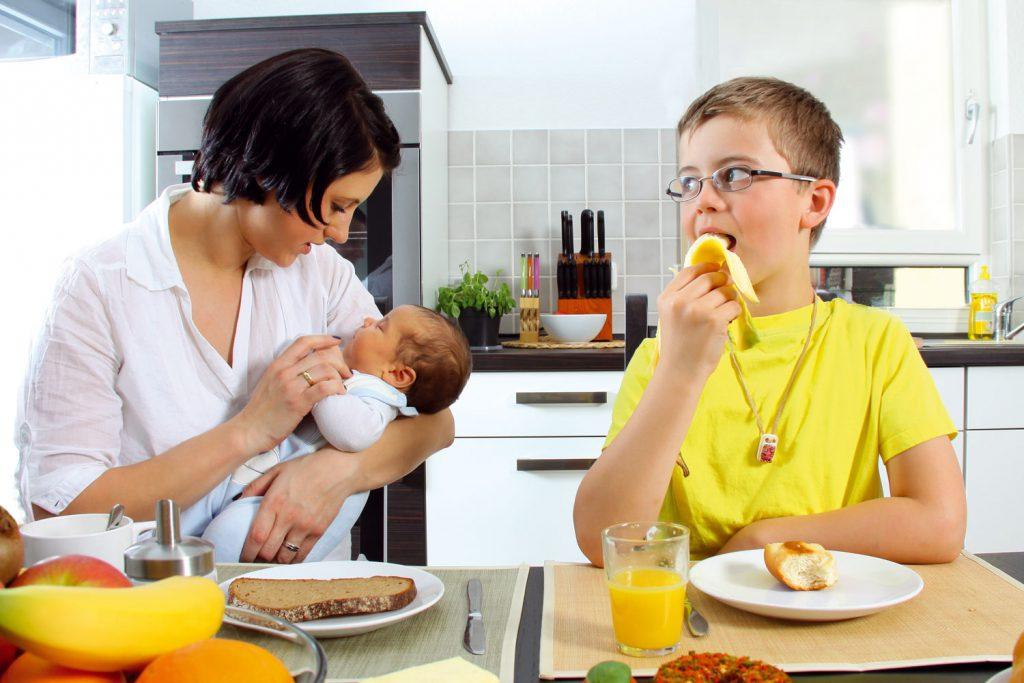 Fehlende Betreuungsplätze für Kleinkinder erschweren den Wiedereinstieg. (Bildrechte: wildworx - Fotolia.com)