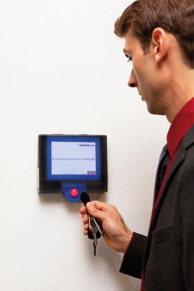 Die elektronische Zeiterfassung macht uns für den Arbeitgeber leicht kontrollierbar. (Foto: Nurith Wagner-Strauss)