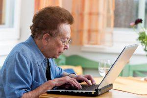Wir brauchen mehr altersgerechte Arbeitsplätze, damit die Menschen länger im Erwerbsleben bleiben. (Bild: Gina Sanders - Fotolia.com)