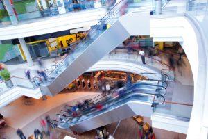Der ständige Trubel im Shopping Center nervt – es gibt zu wenige Ruheräume. (Bild: photocreo - Fotolia.com)