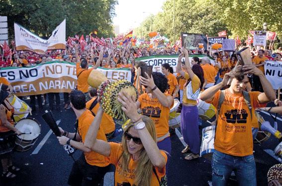 Tausende Demonstranten demonstrierten im April in Madrid 2014 gegen die Sparmaßnahmen der spanischen Regierung. (Bild: ANATOMICA PRESS / Action Press / picturedesk.com)