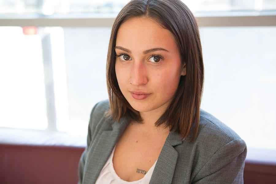Amanda-Lee Boldrino, 18, hat bei der Mediaprint den Beruf der Bürokauffrau erlernt. Foto: Nurith Wagner-Strauss