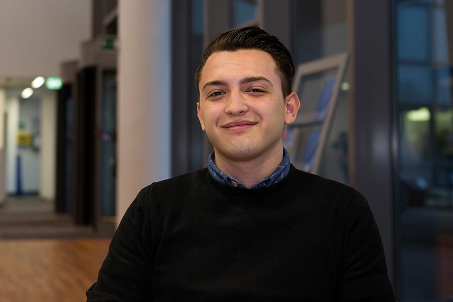 Sebastian Idinger, 18, absolviert eine Lehre zum Industriekaufmann bei SIEMENS. Foto: Nurith Wagner-Strauss