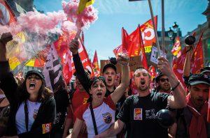 Französische Gewerkschafterinnen protestieren gegen Kürzungen. Foto: Ian Langsdon/EPA/picturedesk.com