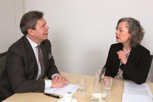 Ein Streitgespräch von GPA-djp-Bundesgeschäftsführerin Dwora Stein mit Lothar Roitner, dem Geschäftsführer des Fachverbands der Elektro- und Elektronikindustrie (FEEI). Foto: Nurith Wagner-Strauss