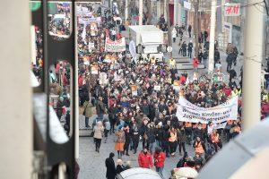 Zahlreiche BetriebsrätInnen und Beschäftigte beteiligten sich an den Streiks und Demonstrationen im Sozialbereich. Foto: Willi Denk