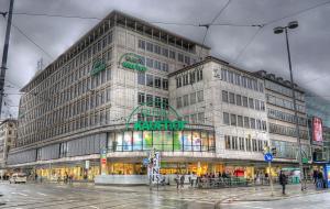 Deutsche Gewerkschaft ver.di kämpft für Beschäftigte in Warenhauskette